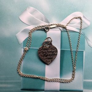 Tiffany & Co notes Fifth Avenue Heart Pendant